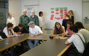 Einige Auszubildende der FRoSTA AG bei der Projektplanung