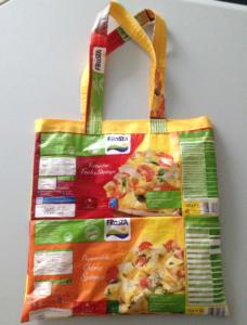 Upcycling: DIY Tasche aus FRoSTA Tüten
